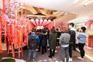 Members-of-the-public-joining-in-the-Chinese-New-Year-event-at-Crystal-Galleria-in-Shanghai-Photo-Credit-to-SCCC